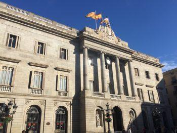 El ayuntamiento de Barcelona con su fachada principal, neoclásica