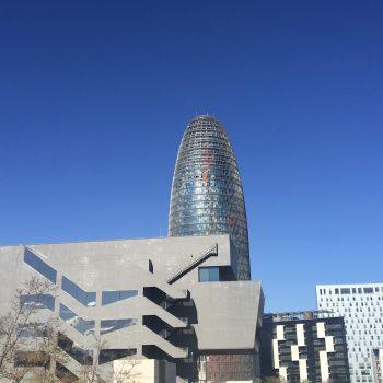 Torre Glorias sobresaliendo en el 22@
