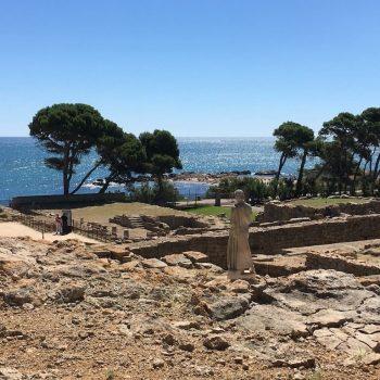 Asclepio en Ampurias mirando el Mediterrani en la Costa Brava
