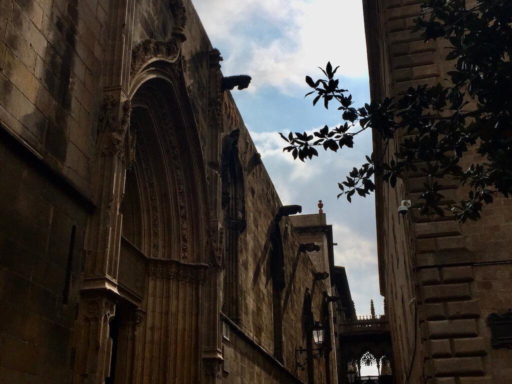 Ruelles et gargouilles au Quartier Gothique de Barcelone